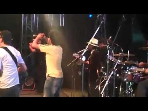 MANDAU   Vou nadar na Lagoa Dourada, ao vivo no Telefônica Trio Tons, Santos SP   YouTube2