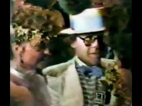 ELTON JOHN weds RENATA BLAUEL : 1984 TV news - Valentine's Day
