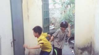 Trẻ trâu cầm dao chém nhau như phim chưởng:)), trẻ trâu đánh nhau, haivl
