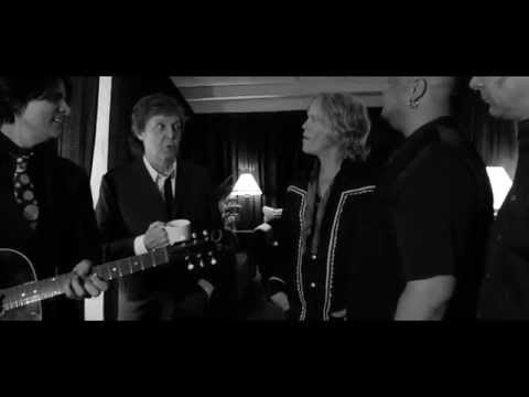 pittsburgh - http://www.PaulMcCartney.com Happy Birthday Ringo! Paul and the band recently celebrated Ringo's birthday in Pittsburgh, Pennsylvania, and Paul reminisces about when he and Ringo first took...