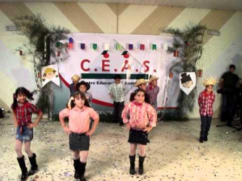 Pedrão dançando em festa junina da escola-2010.