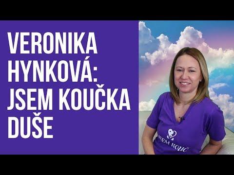 Ava moderuje rozhovory ze studia