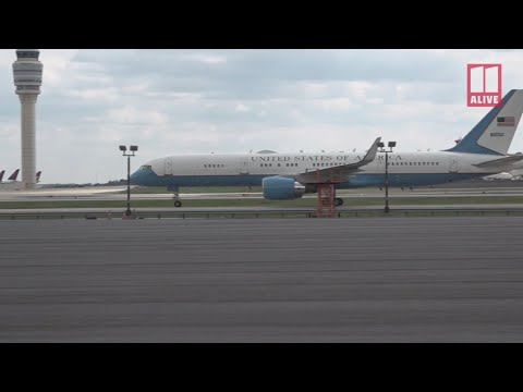 Vice President Mike Pence lands at Atlanta Airport - raw video