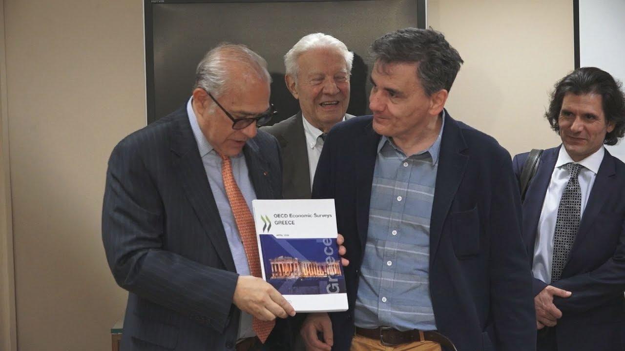 Συνάντηση Ευκ. Τσακαλώτου με τον γγ του ΟΟΣΑ Άνχελ Γκουρία
