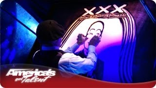 Sand Artist Joe Castillo Paints Howard Stern's Portrait  - America's Got Talent Season 7 Finals