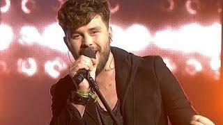 """http://www.voice.tvp.pl/ Ernest Staniaszek podczas drugiego odcinka Live wykonał utwór """"Polski"""