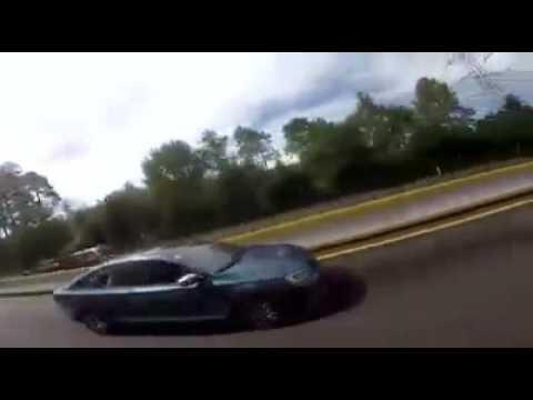 Carro se vuelca en Tres Marias por ir haciendo carreritas con motos