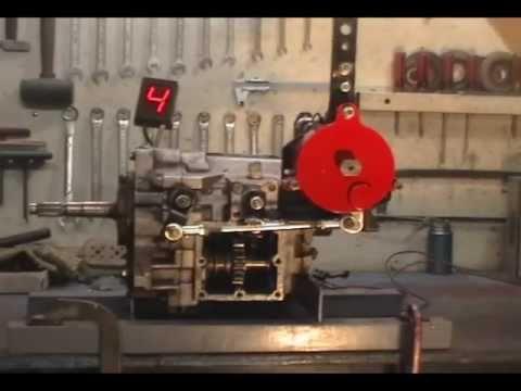 secuencial - Selectora secuencial puesta en una caja ZF de 4 velocidades. Sequential shifter on a 4 speed ZF gearbox. Visit: http://www.romeroselectoras.com.ar info@romer...