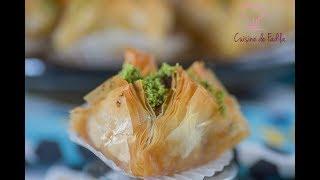 Une autre version de baklawa ou baklava qui est succulente .Pour vous abonner :https://www.youtube.com/user/cuisinedefadi?sub_confirmation=1Mon blog : http://cuisinedefadila.comma page fan Facebook : https://www.facebook.com/cuisinedefadilaTwitter: https://twitter.com/cuisinedefadilaInstagram: https://instagram.com/cuisinedefadila/Ingrédients :même recette que les baklawa pingres ici https://www.youtube.com/watch?v=j4VdRsyUbpU400 g de pâte filo 350 g d'amande 70 g de sucre2 cs de beurre 30 ml d'eau de fleur d'oranger1 cc de cannellemielpistache Cuisine De Fadila, une chaine de cuisine , avec des recettes de pâtisseries, des recettes d'ici et d'ailleurs, simples ou sophistiquées, il y en a pour tout les goûts et les niveaux.Musique: Persian flower  (Hicham Chahidi)https://www.musicscreen.org/https://www.musicscreen.org/royalty-free-music-conditions.php