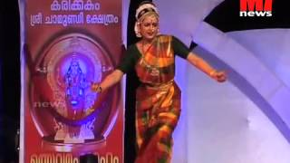 Video MANJU WARRIER performing classical dance in KARIKKAKOM temple MP3, 3GP, MP4, WEBM, AVI, FLV November 2018
