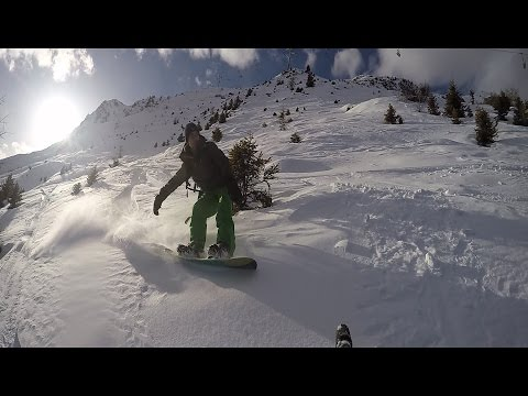 Snowboarding off piste in 4 Vallées