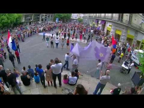 Video Flash mob arménien Grenoble / Հայկական ֆլեշ մոբ Գրենոբլում/ ՖՐԱՆՍԻԱ download in MP3, 3GP, MP4, WEBM, AVI, FLV January 2017