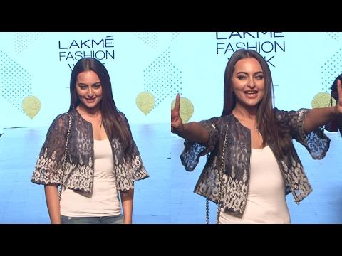 Sonakshi Sinha As Guest In Lakme Fashion Week Summer 2017
