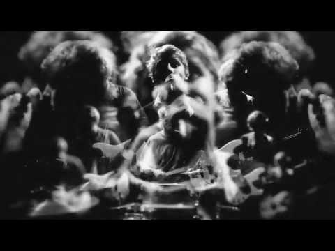 Girl Band - 'De Bom Bom'