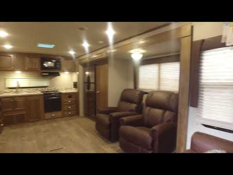 BRAND NEW 2018 Forest River Rockwood Signature Ultra Lite 8332BS