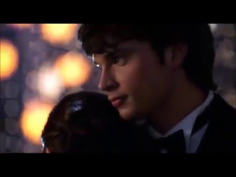 Smallville - Clark and Lana dance at the prom
