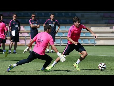 Training - Barça 2.0 Subscribe to our official channel http://www.youtube.com/subscription_center?add_user=fcbarcelona Facebook: http://www.facebook.com/fcbarcelona Twitter: http://twitter.com/FCBarcelon...