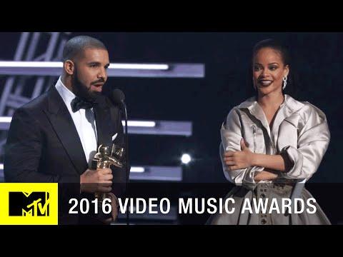 Rihanna Vanguard Award VMAs 2016