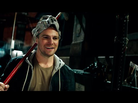 Teenage Mutant Ninja Turtles: Out of the Shadows (Featurette 'Stephen Amell')
