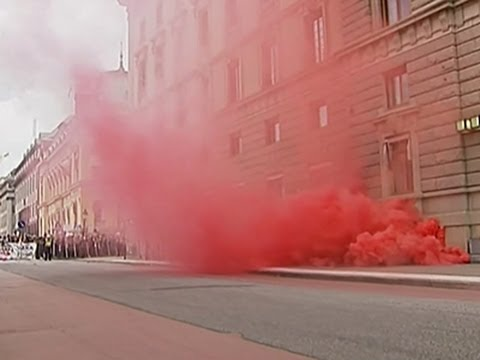 Raw - Swedish riot police briefly clashed with counterdemonstrators at a neo-Nazi rally in Stockholm on Saturday, two weeks before a parliamentary election. (Aug. 30) Subscribe for more Breaking...
