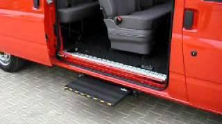 Pomocný schůdek bočních dveří - elektrický 001 osvětlen ve voze FORD Transit