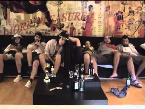 Προεσκόπηση βίντεο της παράστασης ΣΣΣ… ΚΑΠΟΙΟΣ ΕΡΧΕΤΑΙ!.