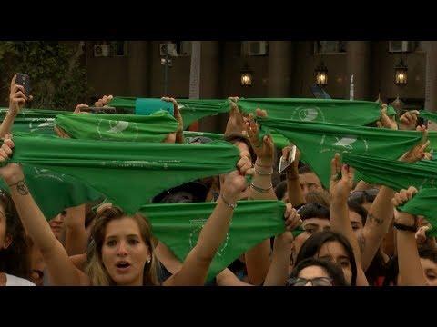 العرب اليوم - نساء الأرجنتين يتظاهرن من أجل تشريع الإجهاض