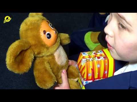 """Хоккеисты """"Темиртау"""" передали игрушки в областную школу интернат"""