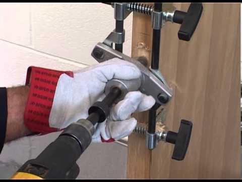 fechaduras - Este gabarito permite instalar facilmente dobradiças e fechaduras em portas de madeira ou metálicas. Ideal também para fechaduras eletrônicas que necessitam ...