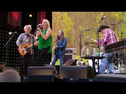 Pegi Young & The Survivors - Live at Farm Aid 2013