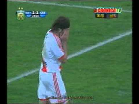 Penal atajado por Olave a River Plate