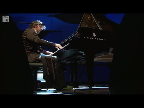 chilly - Watch CHILLY GONZALES perform