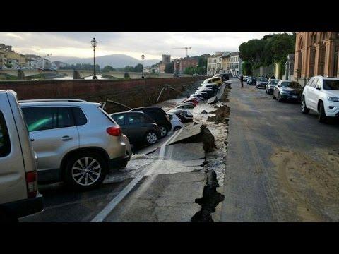 Φλωρεντία: Άνοιξε η γη και κατάπιε αυτοκίνητα!