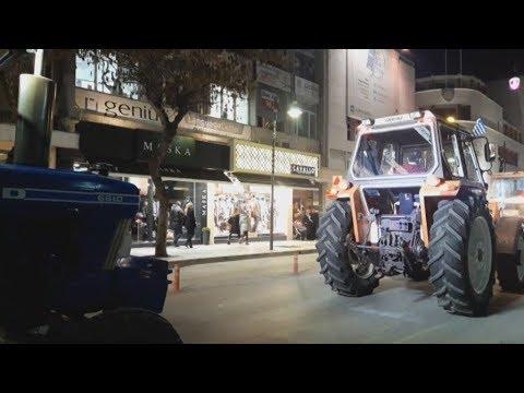 Συλλαλητήριο με αγροτικά μηχανήματα και τρακτέρ στην Λάρισα