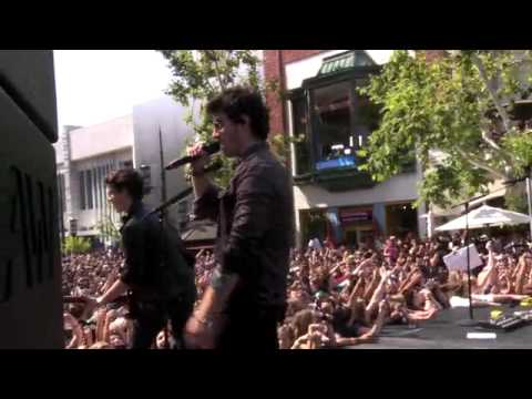 Jonas Brothers Live At The Grove- Play My Music. HQ