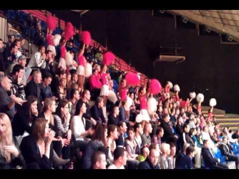 Pasienky - Mazoretky podporili atmosferu na volejbalovom zapase. Volley Team UNICEF Bratislava -- Posojilnica Aich Dob 3:1 (19, 21, -21, 24)