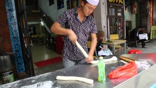 Beihai China  city pictures gallery : Delicious hand pulled noodles in Beihai, Guangxi, China (old town)