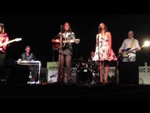 Tony Suraci & Holly Palmer perform