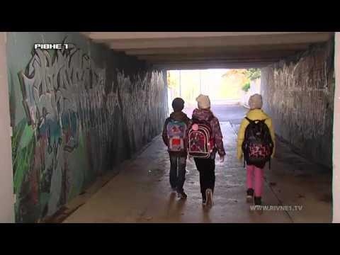 """Обдерті стіни та розбиті сходи: коли відремонтують """"підземку"""" на Данила Галицького? [ВІДЕО]"""