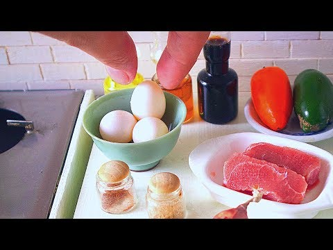 S2 EP69: COOKING MINIATURE EGG & BEEF STIR FRY | ASMR | KITCHEN TOY SET