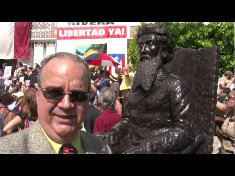 devela - Romaguera devela estatua Ramón Emeterio Betances en Ateneo Puertorriqueño el 22 de diciembre de 2011.