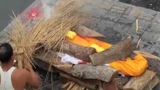 Video Hindu Cremations at Pashupatinath Temple in Kathmandu Nepal MP3, 3GP, MP4, WEBM, AVI, FLV Desember 2018