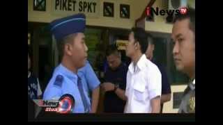 Video Adu Jotos antara Calon Penumpang dengan Petugas Bandara di Deli Serdang, Sumut - iNews Siang 05/11 MP3, 3GP, MP4, WEBM, AVI, FLV Mei 2017