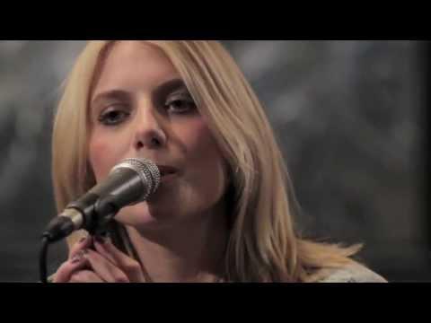 Melanie Laurent - Retrouvez un extrait du live de Mélanie Laurent lors de l'émission W9 HOME Concerts (anciennement Talent Tout Neuf: Le Live) produite par H.O.M.E et diffusée...