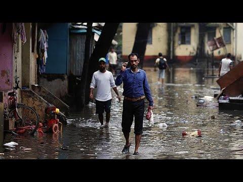 Nότια Ασία: Ξεπερνούν τους 1200 οι νεκροί από τις πλημμύρες
