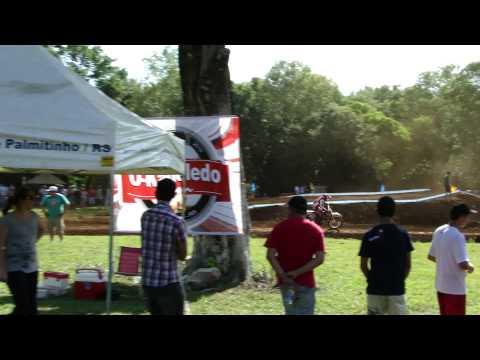 Motocross em Palmitinho 11/12/2011 - Chico Loko (15) e Ricardo de Cristo (57) Pega sensacional