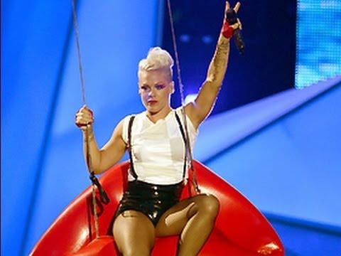 "Pink 2012 VMA Performance ""Blow Me One Last Kiss"""