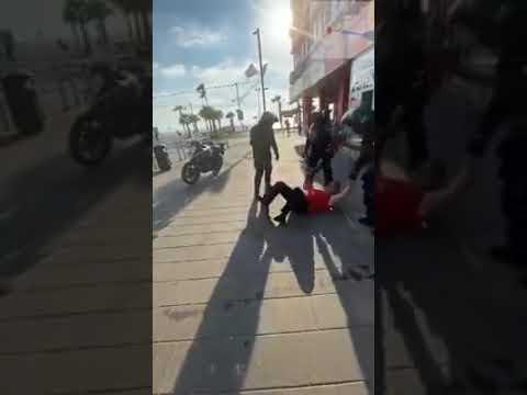 Израильский полицейский усмирил электрошокером русскоязычного хама на улице