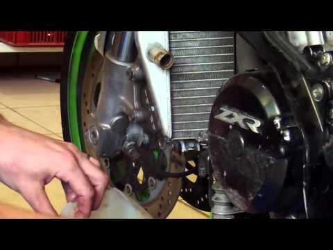 Purger son liquide de refroidissement moto de A à Z en moins de 5 min