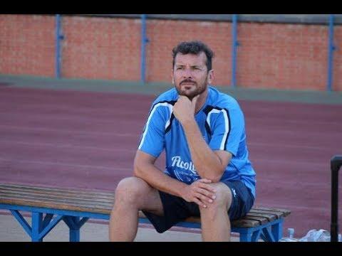 Francis Acosta anuncia que no seguirá en el Isla Cristina FC.